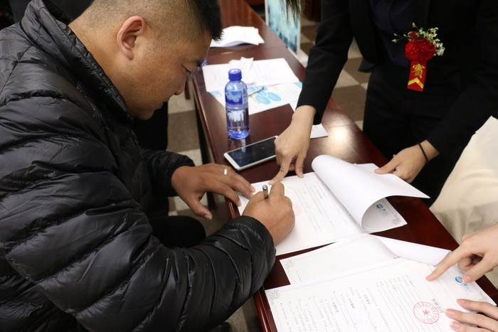 震业汇痛风干预中心烟台招商会签约爆棚.JPG